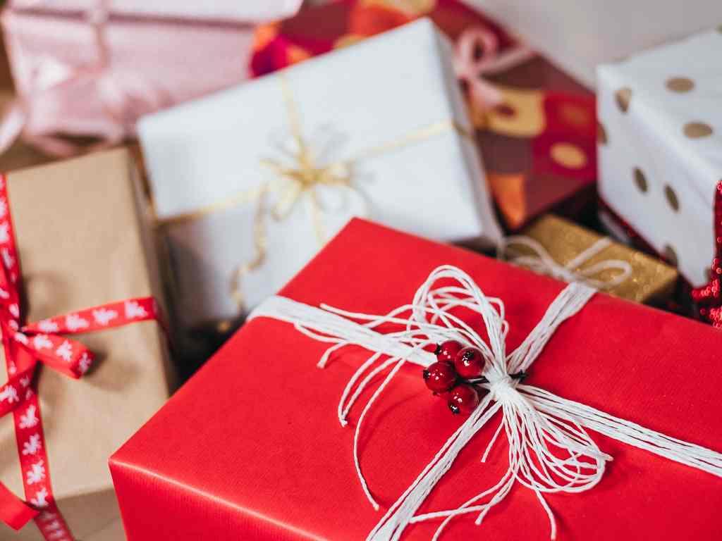 Complete Guide to Office Secret Santa